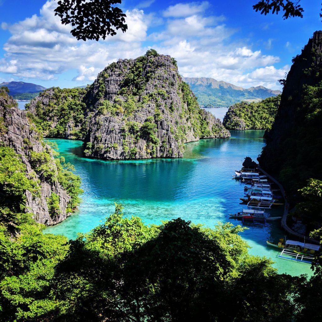 Ilots montagneux de Coron a Palawan aux Philippines