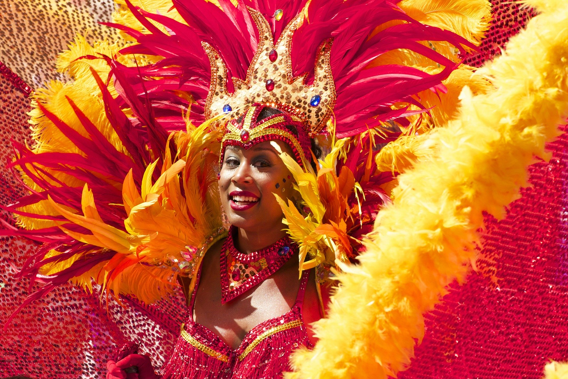 costume rouge et orange carnaval de rio