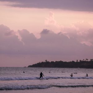 Coucher de soleil sur la plage de Weligama au Sri Lanka