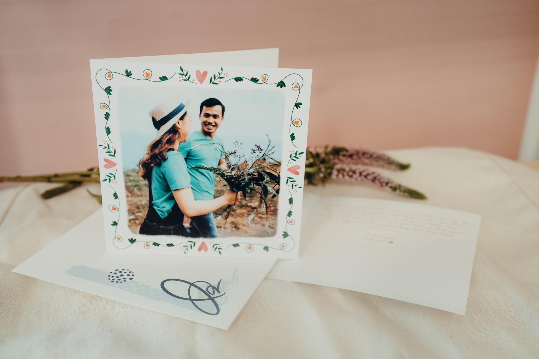 faire-part mariage avec bordure de fleurs