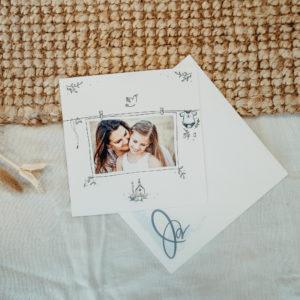 carte bapteme blanche avec eglise et colombe