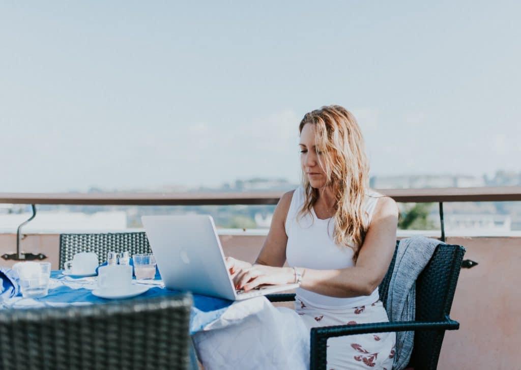 Travailler sur Internet et voyager en même temps