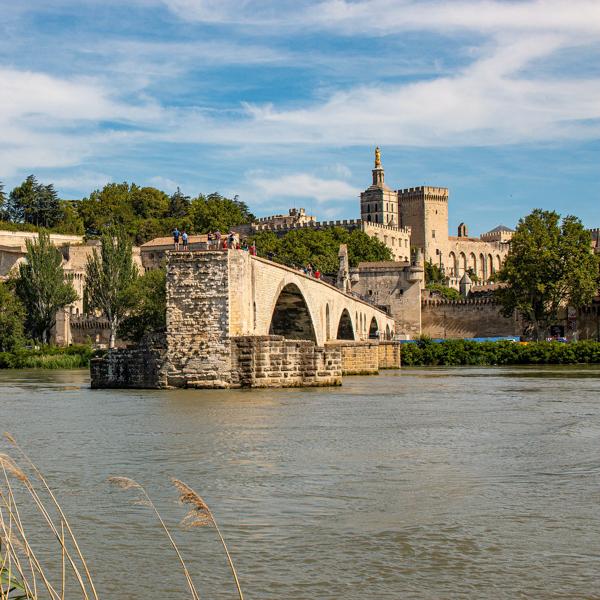 discover-the-avignon-bridge