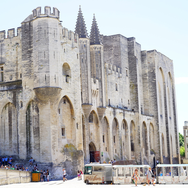 discover-the-palais-des-papes-from-avignon
