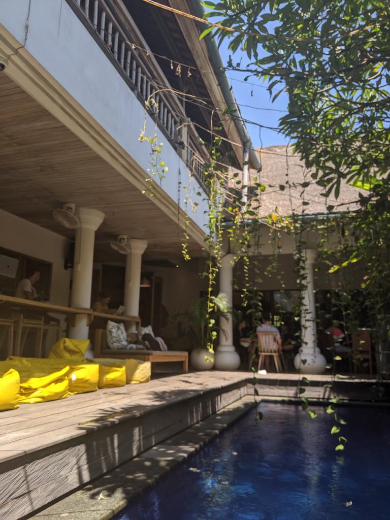 piscine du coworking Dojo Bali