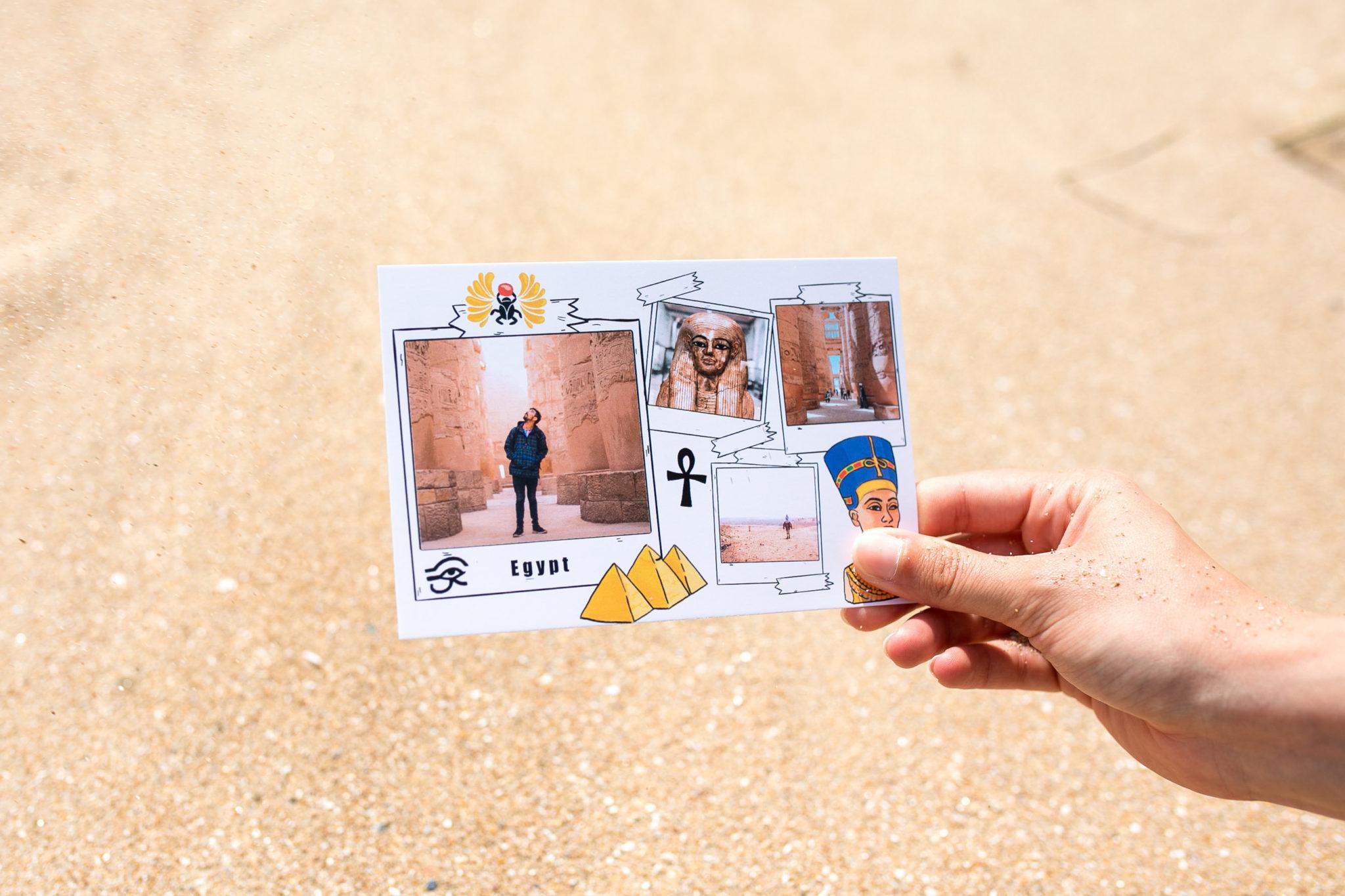 carte postale Egypte avec statues sur le sable