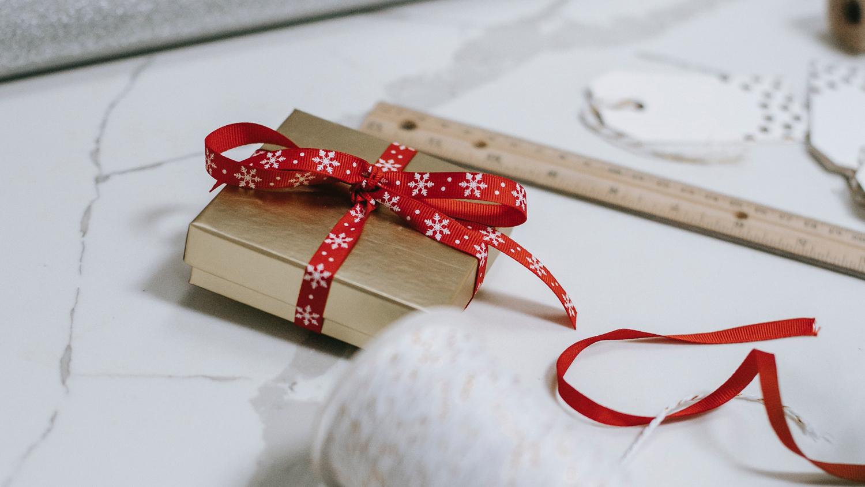 Étiquettes Cadeau de Noël Illustrées | Gratuites et à Imprimer