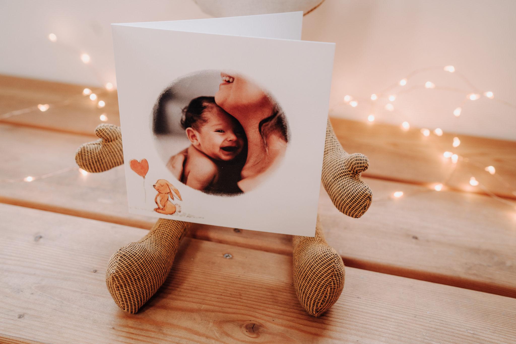 carte naissance photo ronde et lapin en peluche