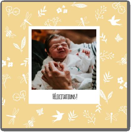 Carte de félicitations naissance jaune fleurie