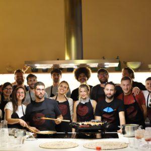 Cours de cuisine pendant la retreat à Barcelone