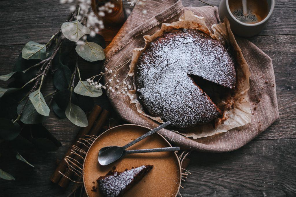 gateau anniversaire pour adulte au chocolat moelleux, coulant, fondant, brownie