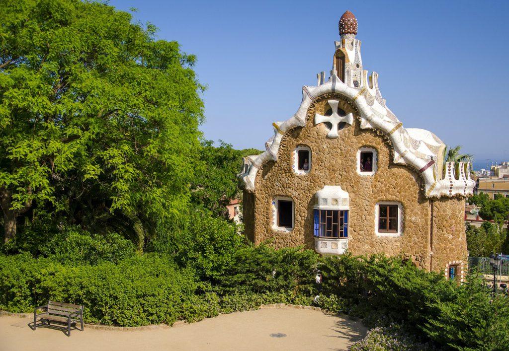 Architecture Gaudi dans le parc Guell à Barcelone