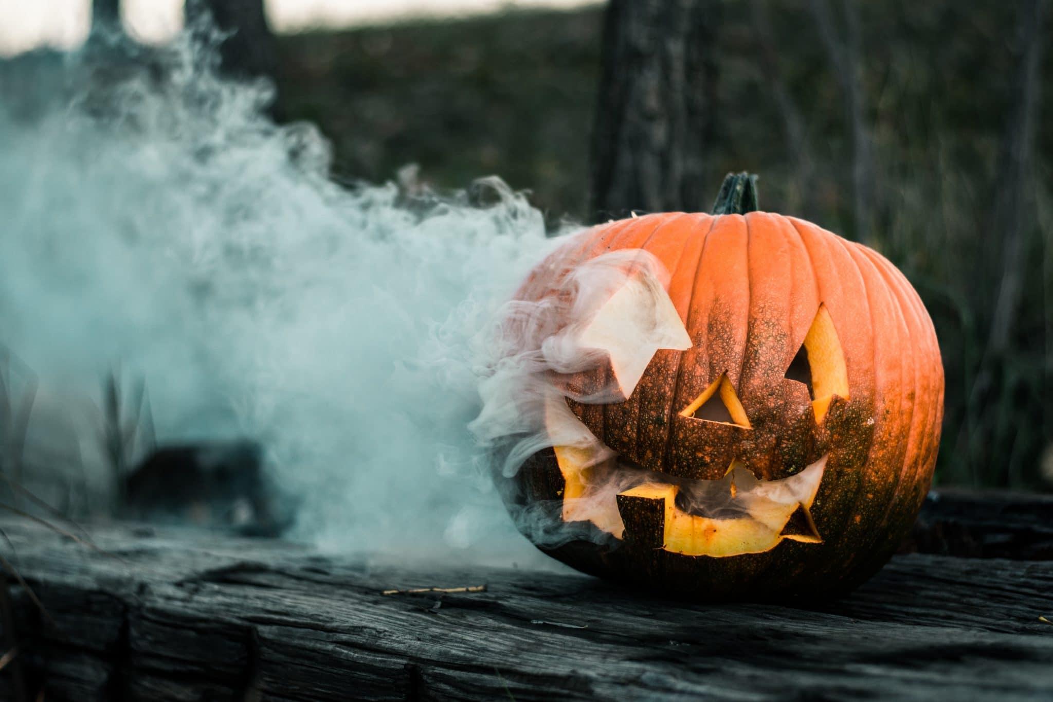 citrouille d'halloween avec fumée