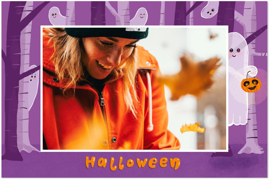 carte Halloween violette avec fantomes dans les bois