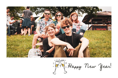 Illustration happy new year avec coupes de champagne