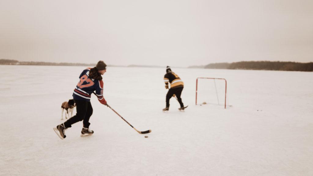 Hockey sur glace a la montagne