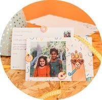 illustration carte anniversaire enfant lama avec des confettis