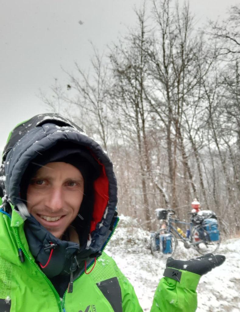 Jérémy voyage à vélo sous la neige