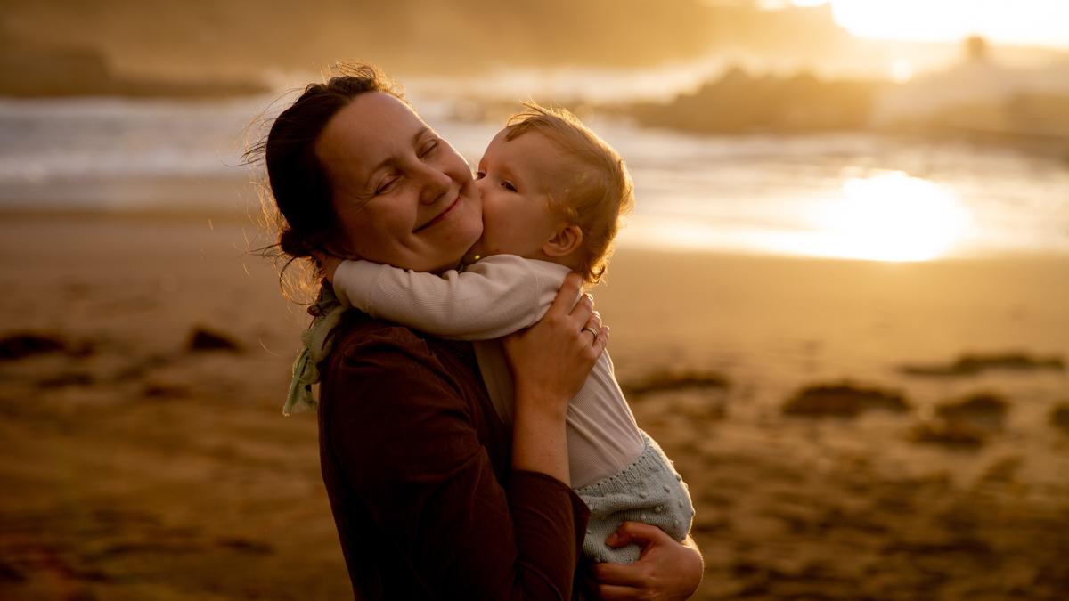 Mere et enfant pour journee mondiale du sourire