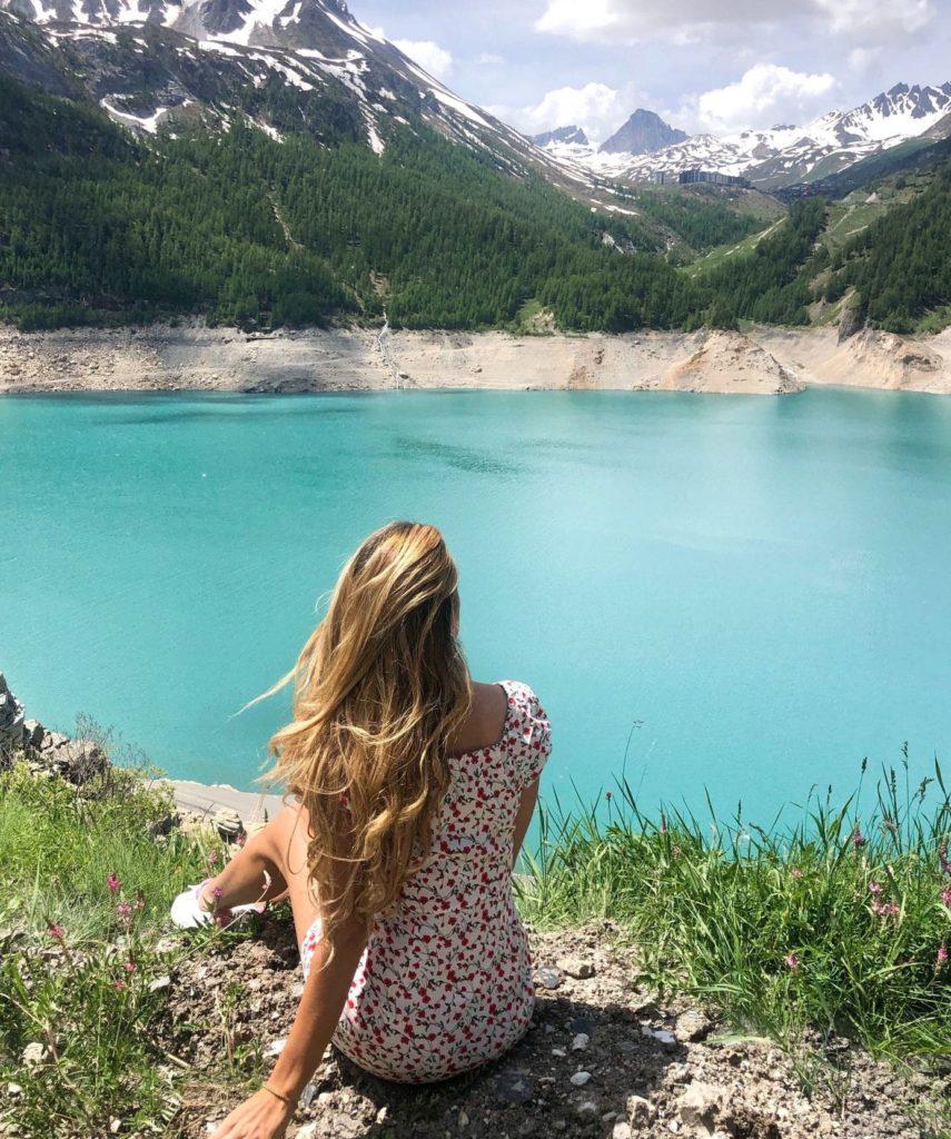 Claire au Lac Chevril en Auvergne-Rhone-Alpes
