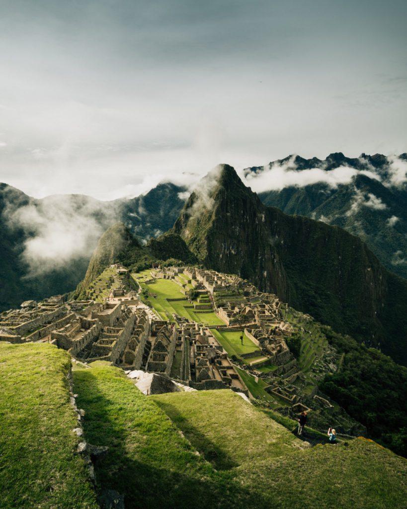 Vue du Machu Picchu lune des 7 merveilles du monde moderne au Perou