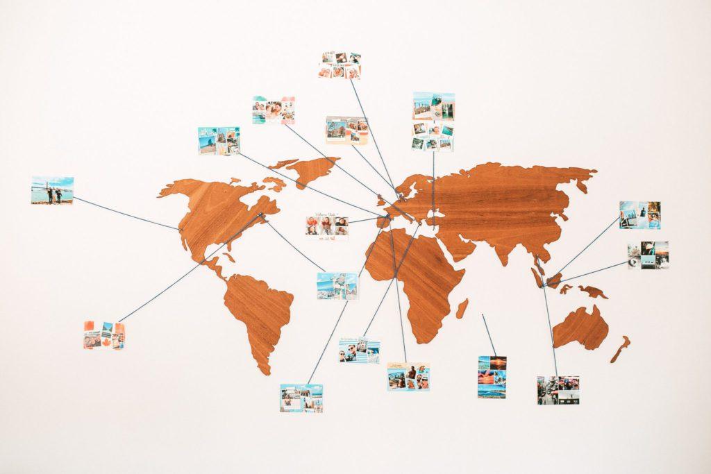 Carte du monde avec cartes postales de l'équipe Fizzer