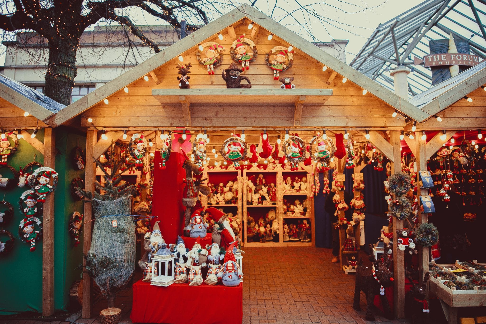 Chalet en bois typique des marchés de Noël