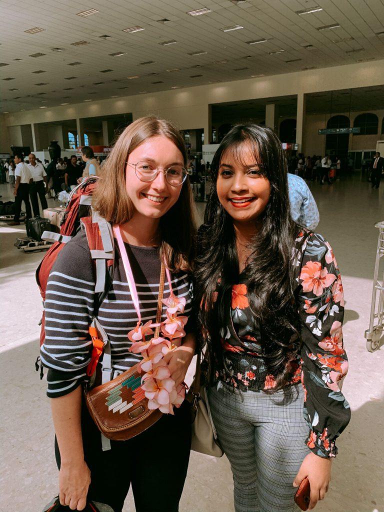 Margaux et Ramesha à l'aéroport de Colombo