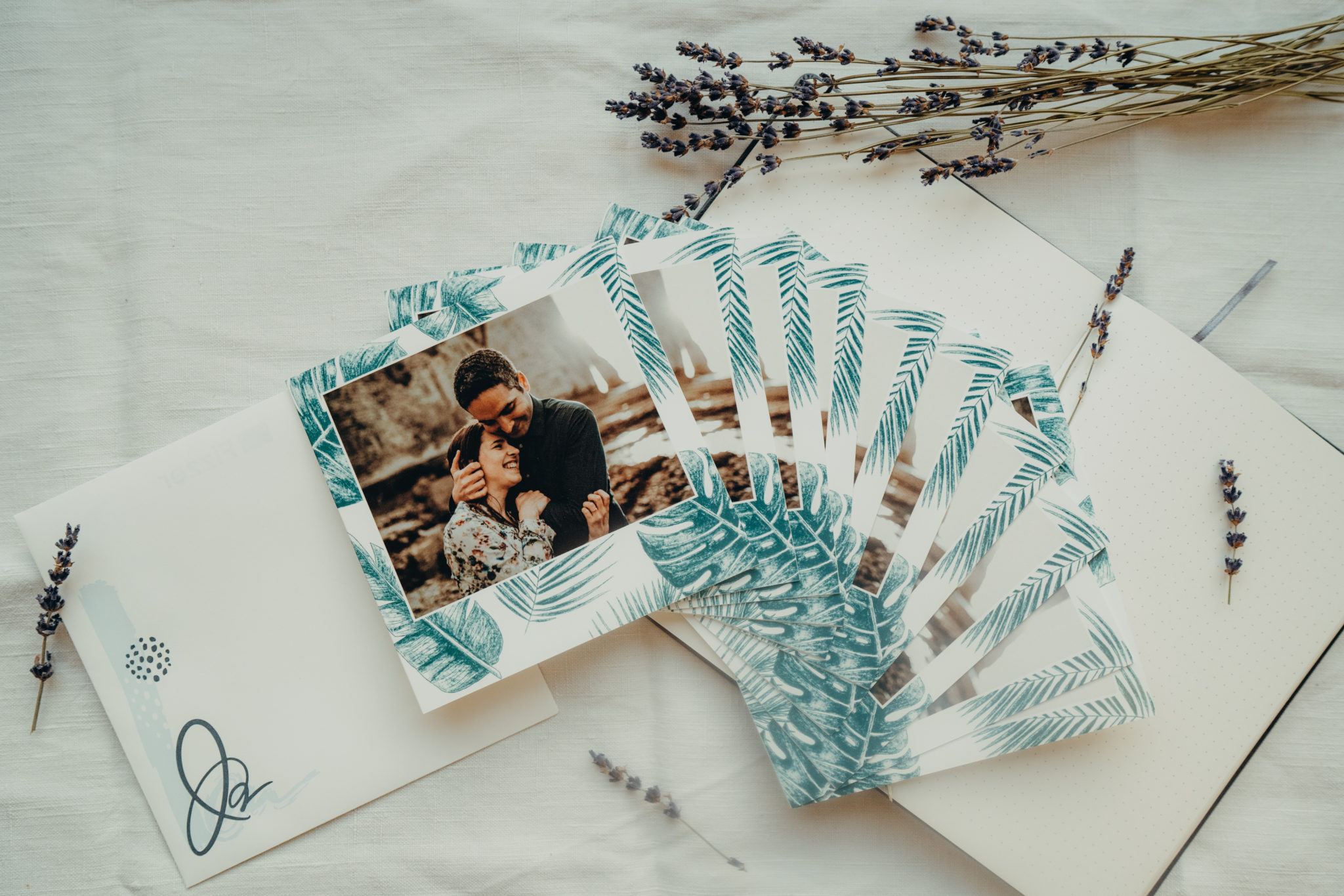 cartes mariage avec feuilles de monstera de monstera