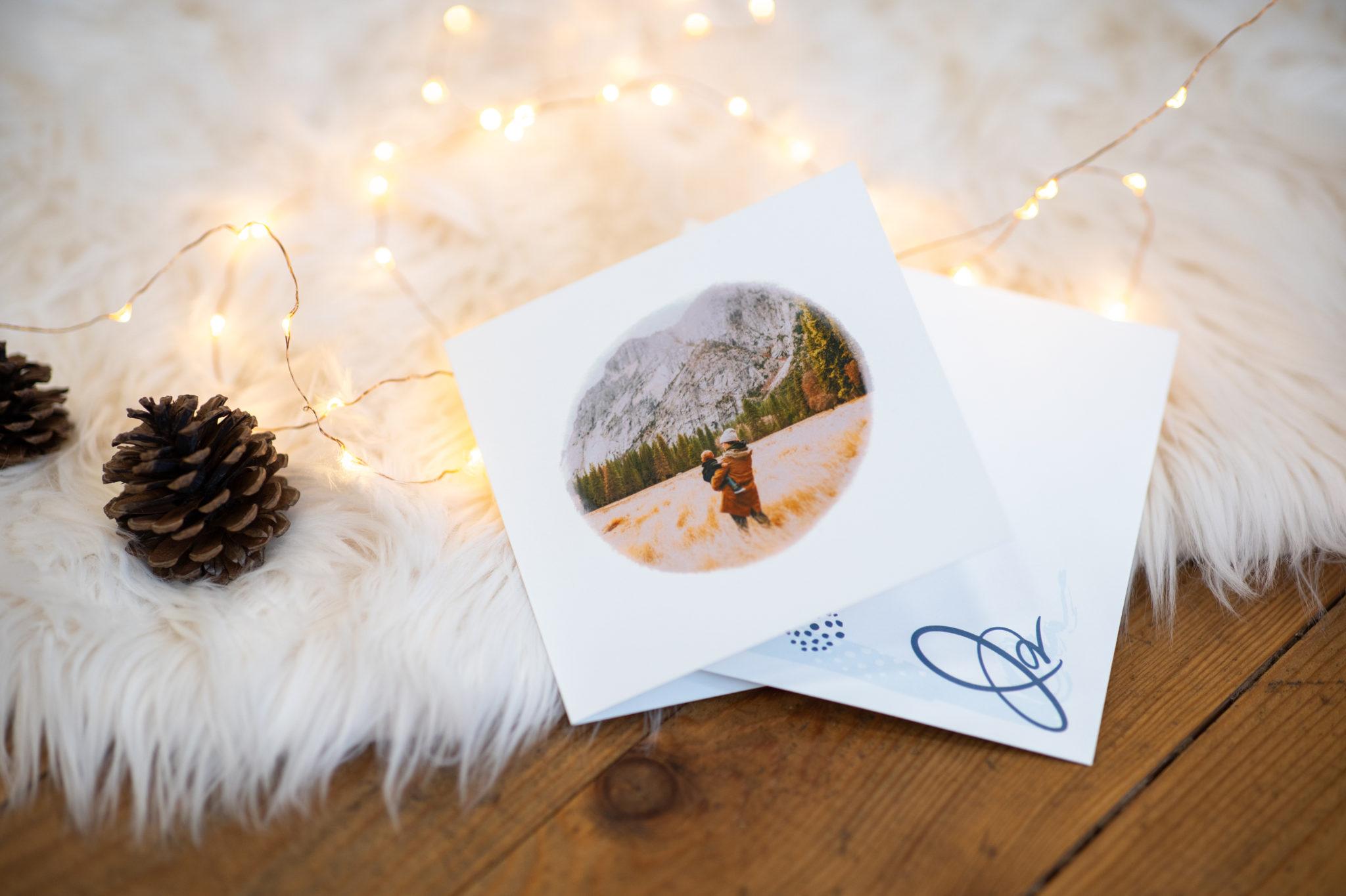 carte avec photo montagne sur moumoute avec guirlande