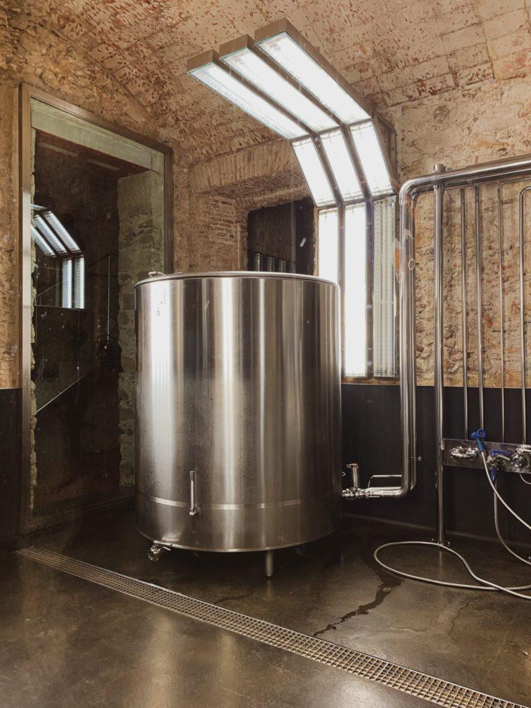 Cuve de bière à la Fabrica Mortitz à Barcelone