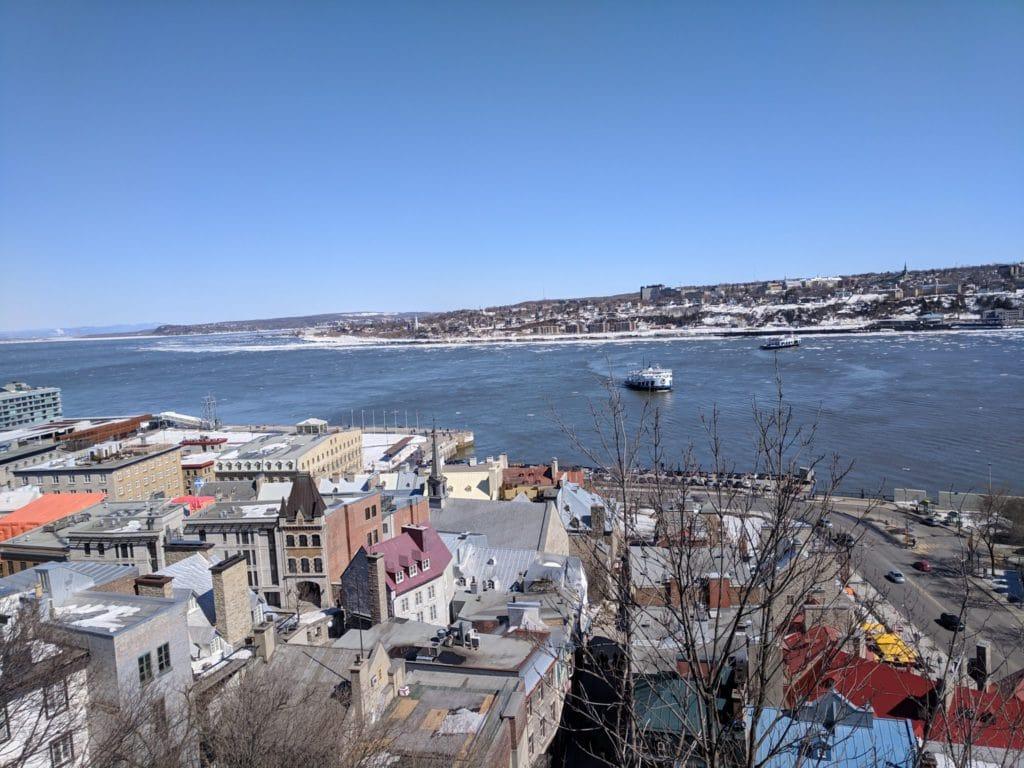Neige qui tombe sur le port de Québec