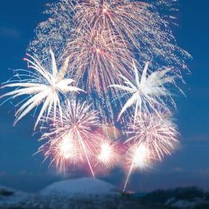 Nouvel an a la montagne avec feu d'artifice