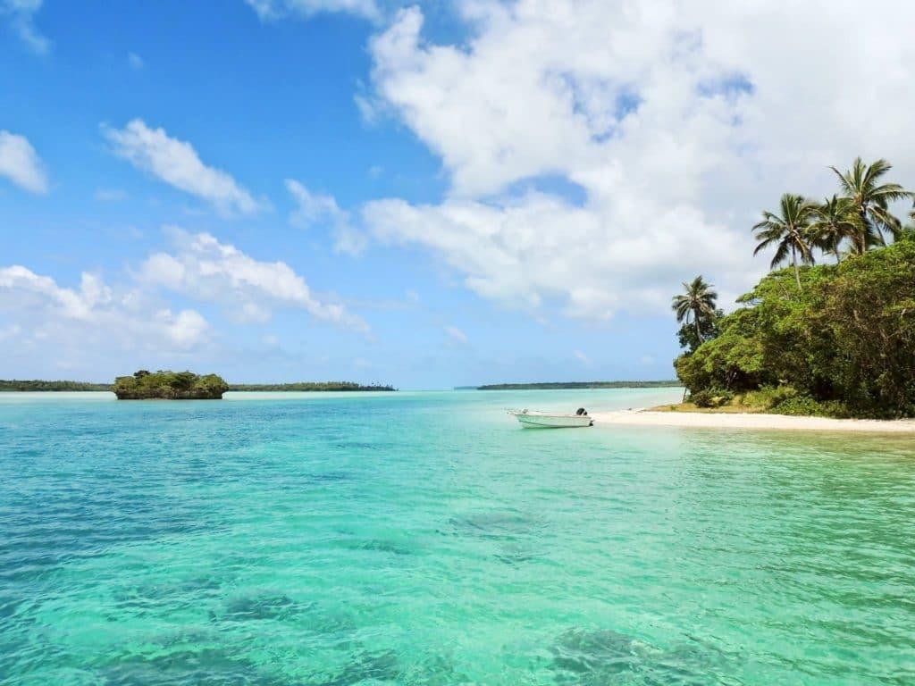 Eaux transparentes de la Nouvelle-Calédonie pour un voyage de noces