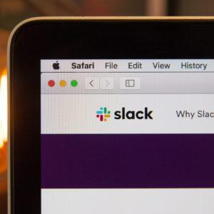 Macbook et Slack outils indispensables pour le télétravail chez Fizzer