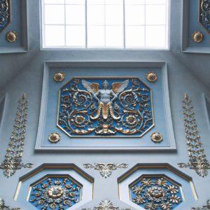 Plafond du Musee de l'Ermitage a Saint-Petersbourg en Russie