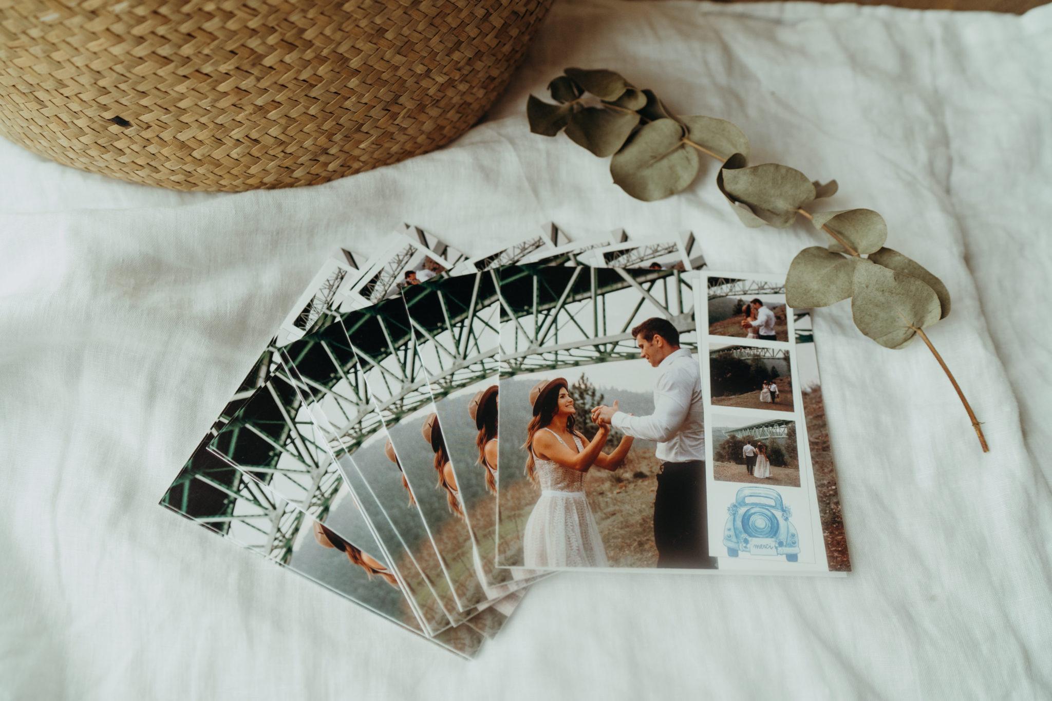 pile de cartes mariage avec pont et coccinelle