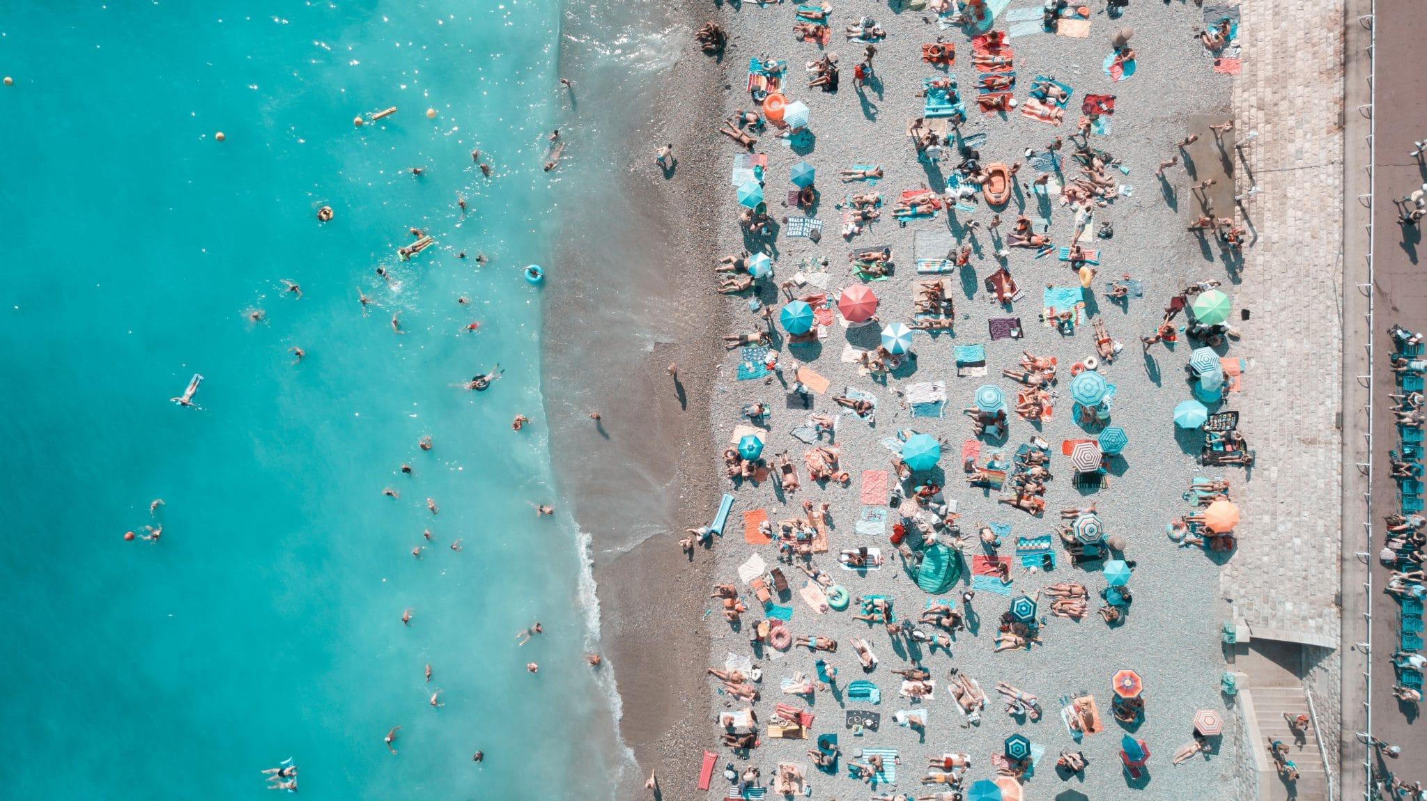 Vacances à la mer, les types de plagistes, vue aérienne