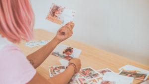 Shirley avec cartes postales d'ete Fizzer