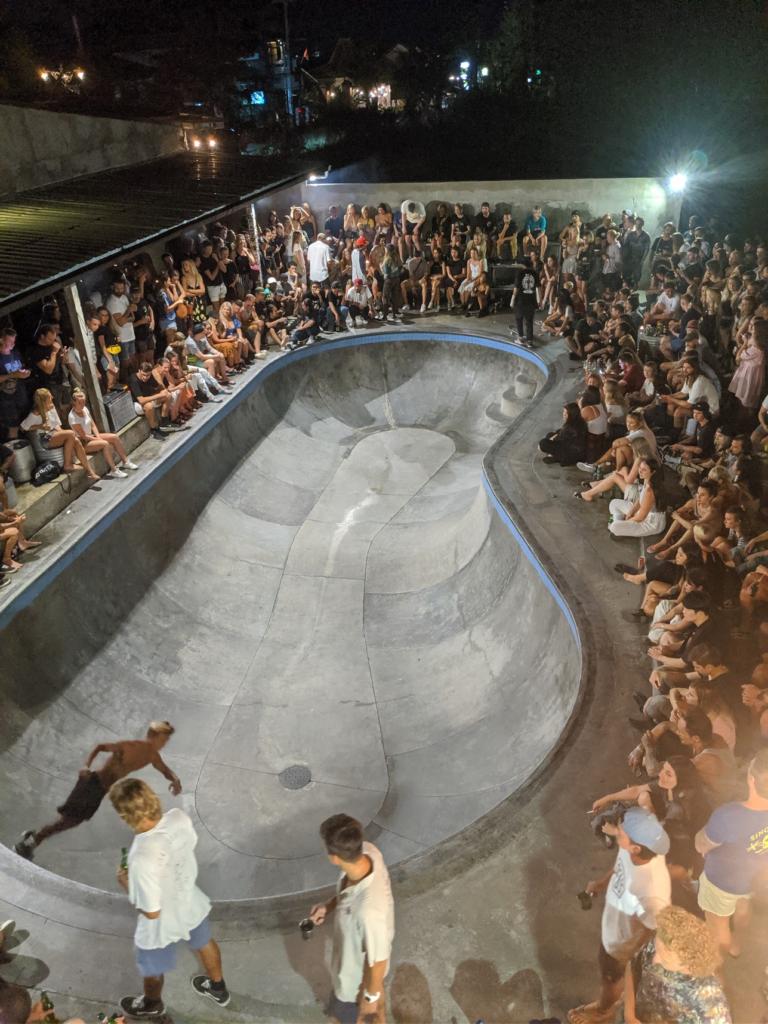 Pretty Poison bar avec skatepark à Canggu Bali
