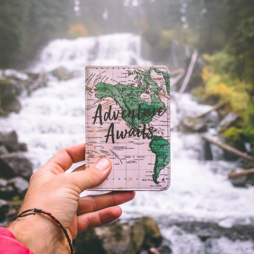 Protège passeport comme cadeau anniversaire pour voyageurs