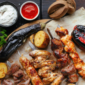 Recette a faire au barbecue legumes et viande avec brochettes et marinades