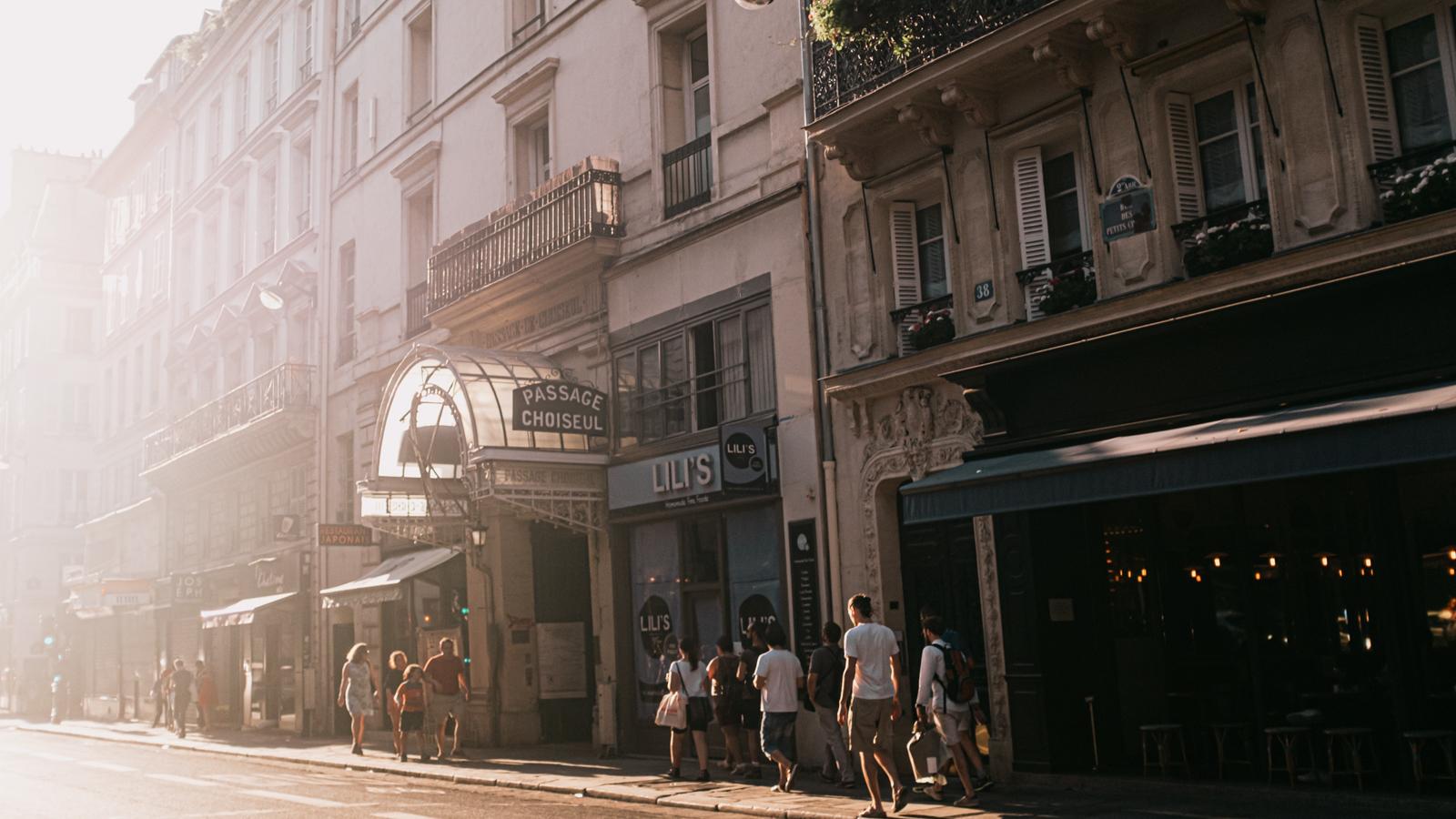 Rue de Paris l'ete