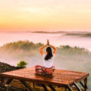 Session de yoga en Inde au lever du soleil