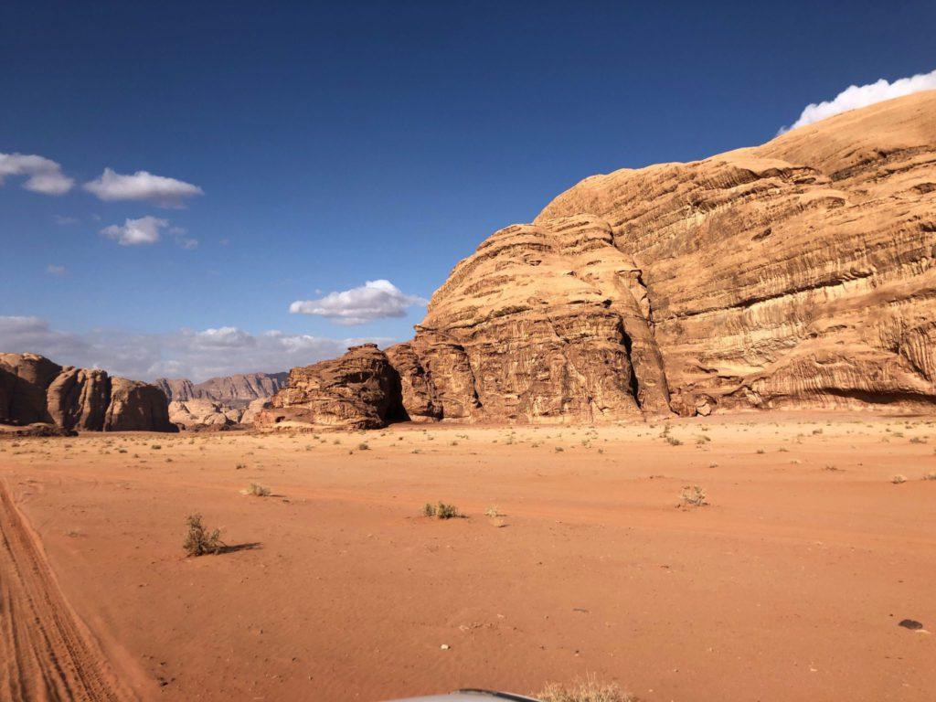 Roches dans le désert de Wadi Rum en Jordanie