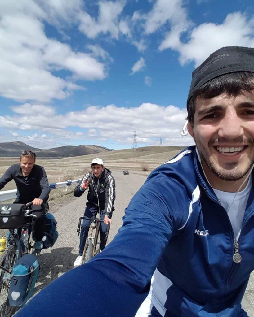 selfies avec habitants à vélo