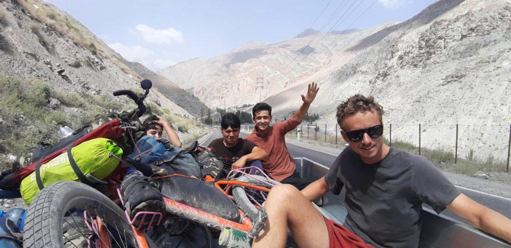 selfie vélo dans une remorque