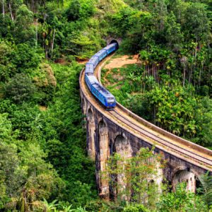 Train bleu de Kandy à Ella