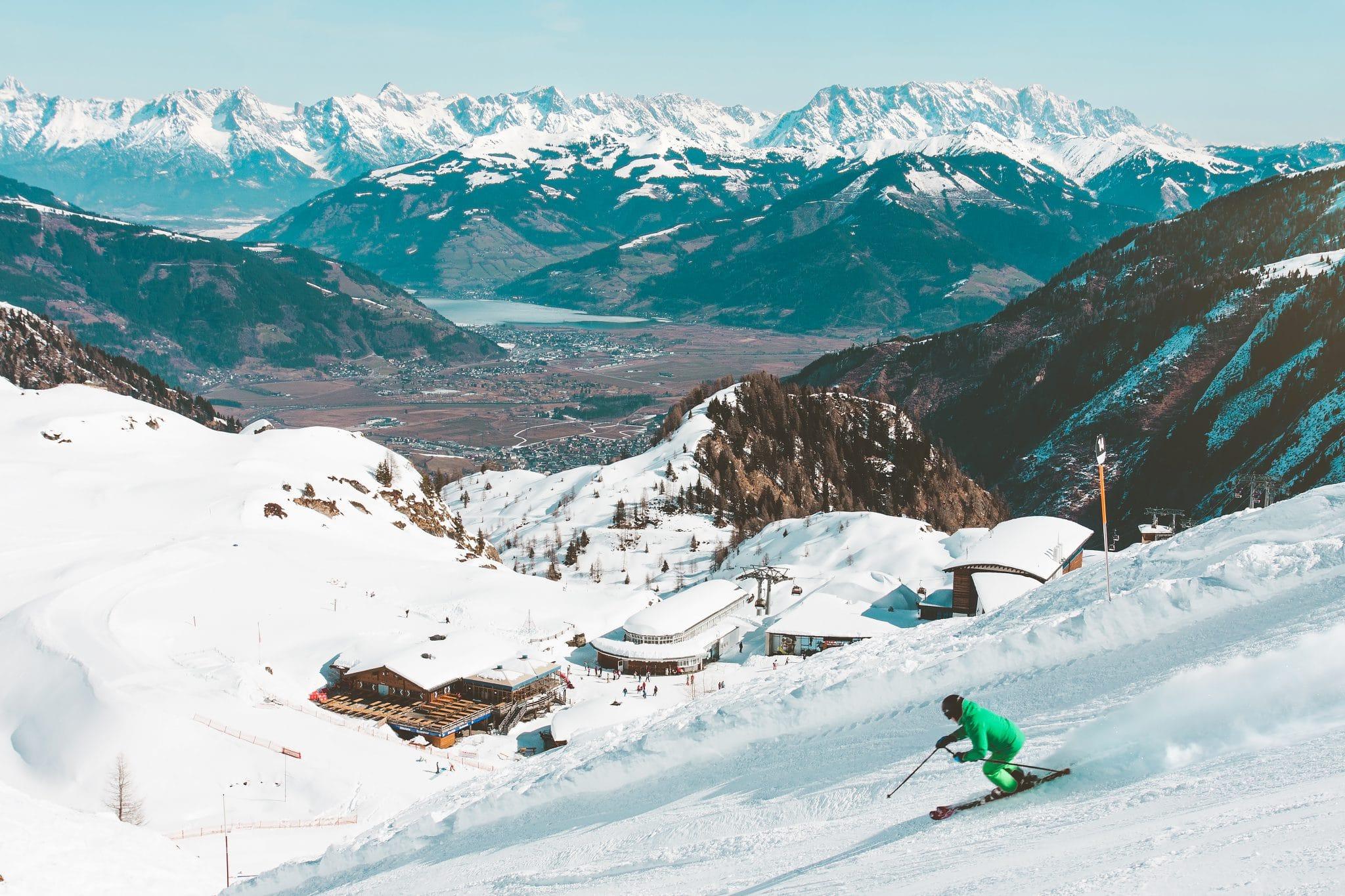 Station de ski en Autriche vue sur montagnes