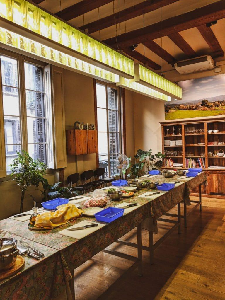 Cours de cuisine pendant la retreat de Fizzer à Barcelone